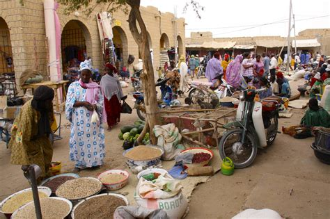 trade in marketplace market timbuktu mali africa notesfromcamelidcountry