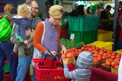 Five Reasons to Shop a Farmer's Market   Live Simply