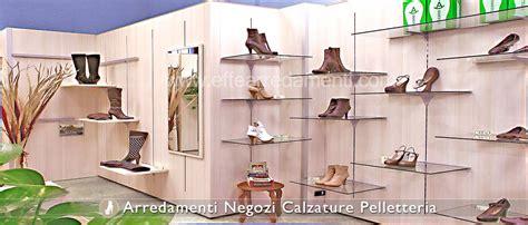 arredo negozio scarpe arredamento negozi calzature effe arredamenti