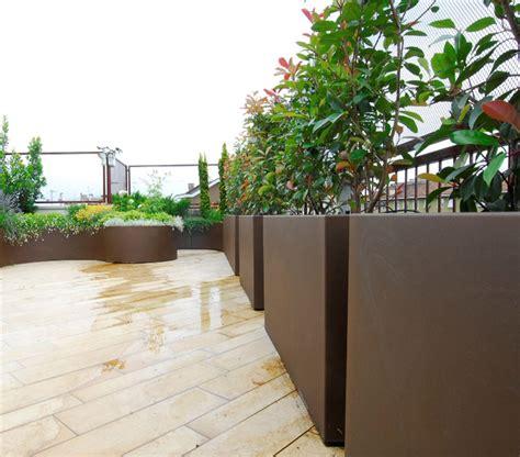 vasi per terrazze fioriere e vasi su misura fioriere moderne per terrazzi e