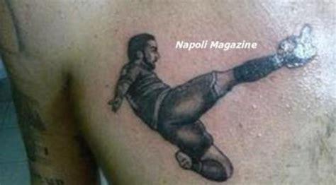 lettere rovesciate la rovesciata di higuain sul braccio e ora i 10 tatuaggi