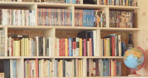 fai da te libreria come costruire una libreria sospesa l angolo tetto