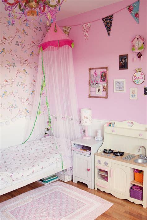 habitaci 243 n en rosa para una ni 241 a con muebles de ikea