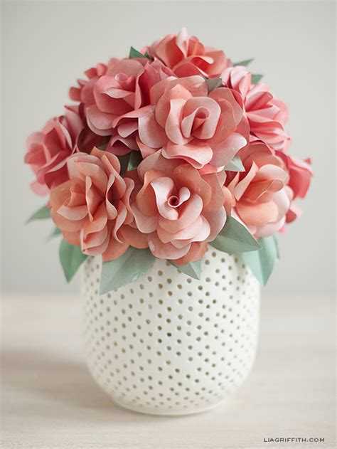 Easy Ways To Make Paper Flowers - 6 gorgeous ways to use diy paper flowers for your wedding