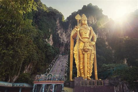 33 colossal monuments and statues around the world