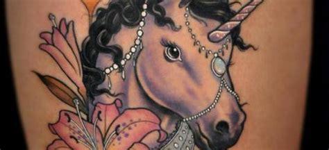 imagenes de unicornios con mujeres unicornio arco iris pictures to pin on pinterest tattooskid