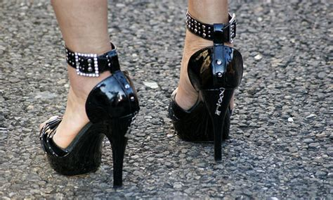 tips on wearing high heels comfortably 7 tips to walk comfortably in high heels