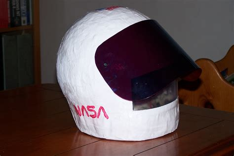 how to make space how to make an astronaut helmet day to day discoveries