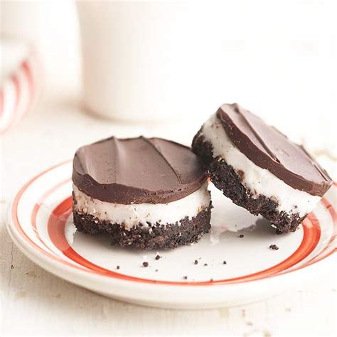 easy yummie desserts for christmas party by six sisters it s written on the wall desserts chocolate bar cupcakes and more for your