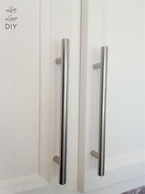 painting kitchen cabinet hardware livelovediy how to paint kitchen cabinets in 10 easy steps