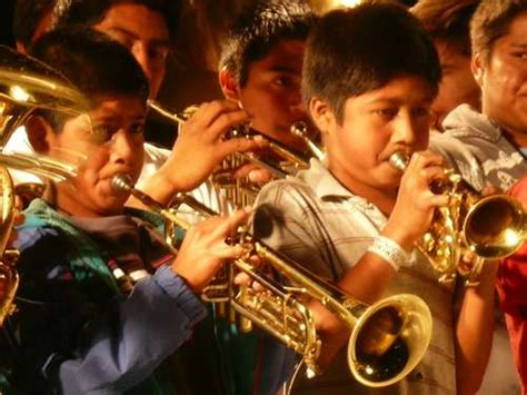imagenes niños pobres convocan a formar la banda comunitaria de m 250 sica de