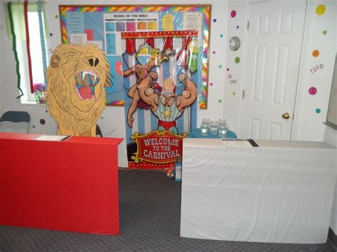 themes daniel s story made the lion as a game for daniel in the lions den for