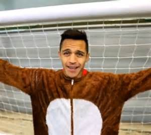 alexis sanchez instagram alexis sanchez reveals himself as the arsenal christmas