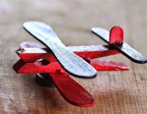 como hacer un avion de material reciclable c 243 mo hacer un avi 243 n con ni 241 os materiales pinzas o ganchos