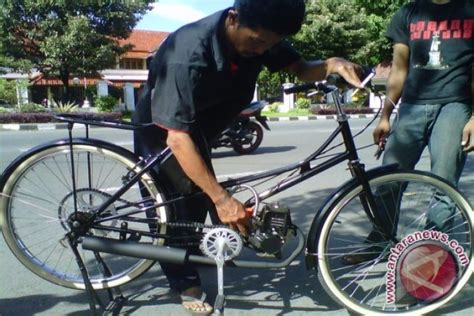 Mesin Potong Rumput Untuk Sepeda warga bantul kembangkan sepeda bermesin potong rumput