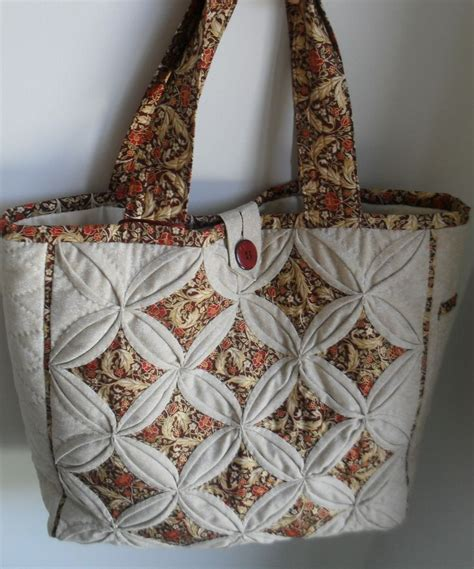 Patchwork Cathedral Window - pin by murdaca on patchwork bags