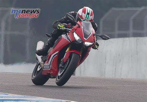 honda cbr two wheeler 2017 honda cbr1000rr fireblade review mcnews com au