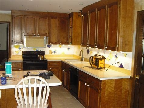 Painter For Kitchen Cabinets by Painting Laminate Kitchen Cabinets Ideas