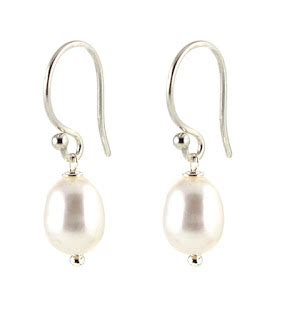 5 Pearl Pieces Every Should Own by 7 Pieces Of Jewelry Every Should Own Peggy Li