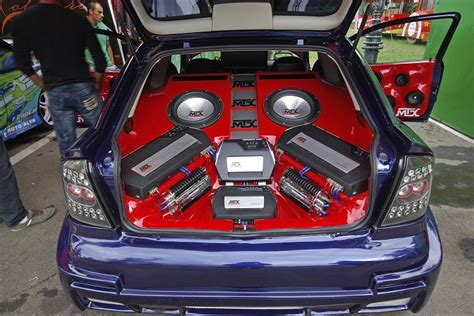 Audio Custom Box Innova Set how to customise and lify your car sound system junk