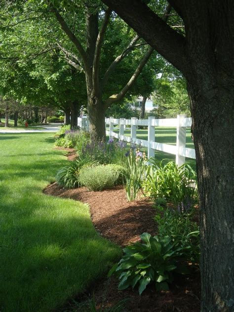 Landscape Ideas To Divide Yards 17 Best Ideas About Fence Landscaping On