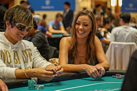 world poker   twitter friends  hand foes