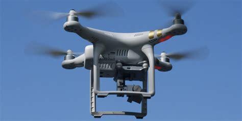 aeromodelli di carta volanti droni e aeromodelli