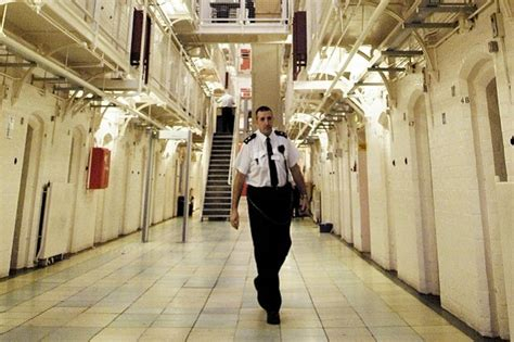 prison officers condemn disgraceful government offer