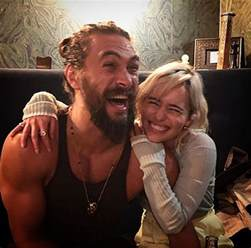 emilia clarke of thrones emilia clarke and jason momoa s of thrones reunion