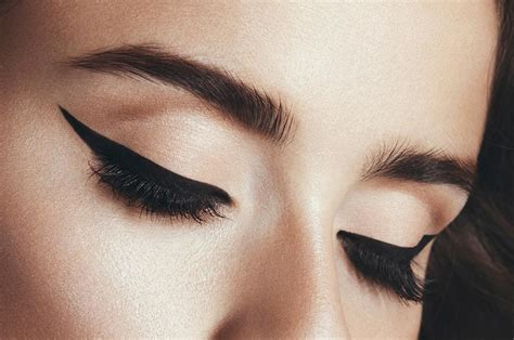 Eyebrow Eyeliner 2 fab eyebrow transplants are a growing cosmetic