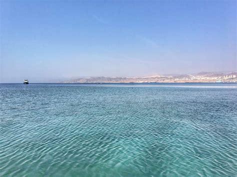 porto sul mar rosso giordania escursione in barca sul mar rosso partendo da