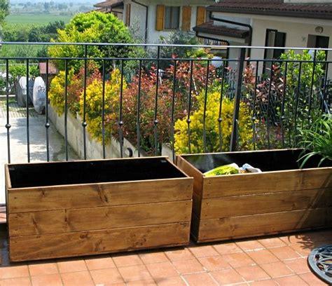 vasi di legno fioriere in legno fai da te compagnia giardinaggio