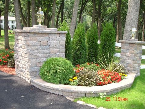 Driveway Entrance Landscaping Ideas Pillar For Driveway Entrance Driveway Ideas Pinterest