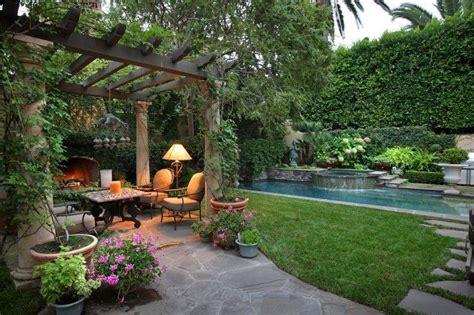 Backyard Shrubs Privacy by 38 Clever Backyard Shrub Garden Ideas