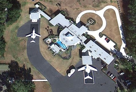travolta s house is an airport aviation