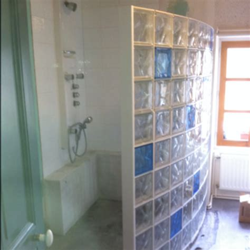 Incroyable Pave De Verre Salle De Bain #3: douche-italienne-brique-de-verre-image-douche-italienne-brique-de-verre-06421347-la-deco-u.jpg