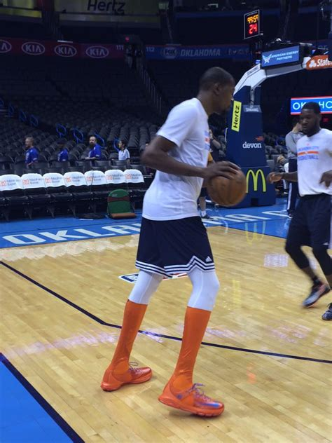 kevin durant wearing  nike kd  elite high sole collector