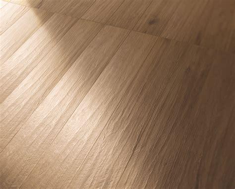 pavimento gres effetto legno pavimento gres effetto legno tavolato marrone chiaro