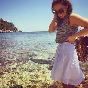 who is the actress playing on the beach in the commercial hundred lock the doors on the buick katching my i game of thrones emilia clarke slips into
