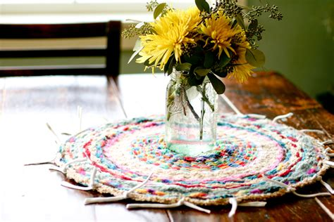 finger knitting rug i ve been going nutty with finger knitting coming up with these projects has me just as
