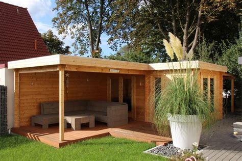 gartenhaus terrasse flachdach gartenhaus in naturholz mit einladender