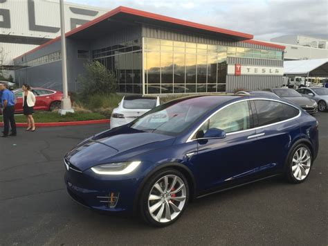 Tesla Model X Delivery Tesla Model X Ties For Best Luxury Suv To Buy In 2016