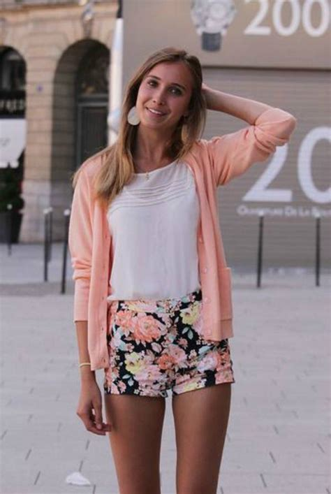 black and white patterned shorts outfit how to wear florals and patterns