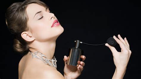l de bien se parfumer cosmopolitan fr