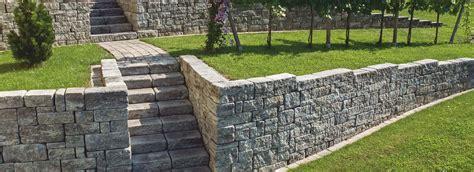 gartenanlage mit steinen