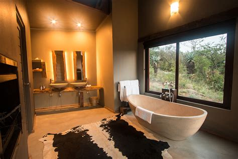 safari bathroom hluhluwe game reserve accommodation rhino ridge safari