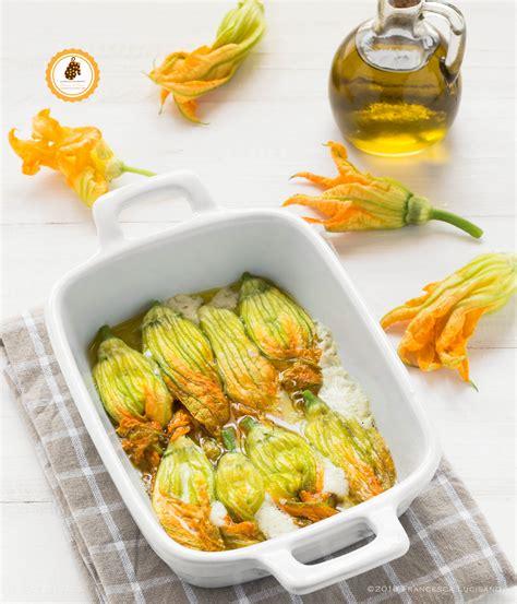 fiori di zucca ricette al forno fiori di zucca ripieni al forno leggeri e senza uova