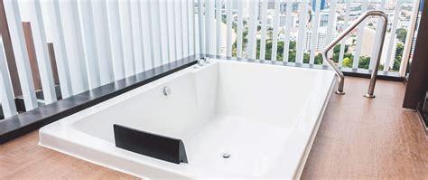 pulire vasca da bagno come pulire una vasca idromassaggio in poche mosse