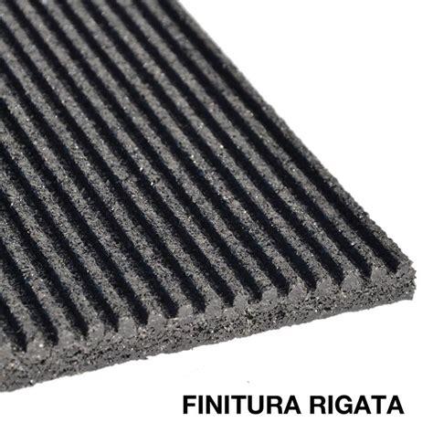 tappeti in gomma per esterno pavimentazione tecnica in gomma per scuderie e stalle