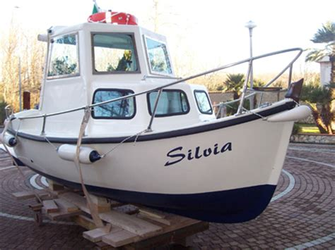 gozzo cabinato vetroresina barca di vetroresina archivi cecchi it